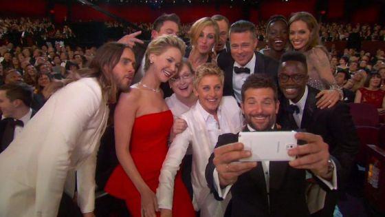 Vista desde 'fuera' del ya famosísimo 'selfie' de la noche de los Oscar.
