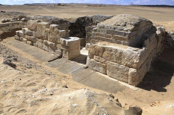 Fotografía facilitada por el Ministerio egipcio de Antigüedades de la tumba de una reina de la V dinastía faraónica (2500-2350 a. C). / EFE