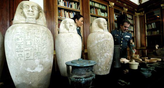 La Guardia Civil presenta las piezas egipcias incautadas. / CLAUDIO ALVAREZ