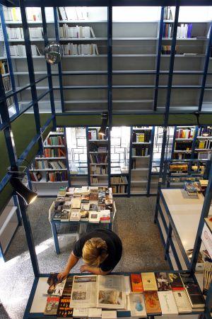 Imagen de una librería de Madrid cerrada por la crisis.