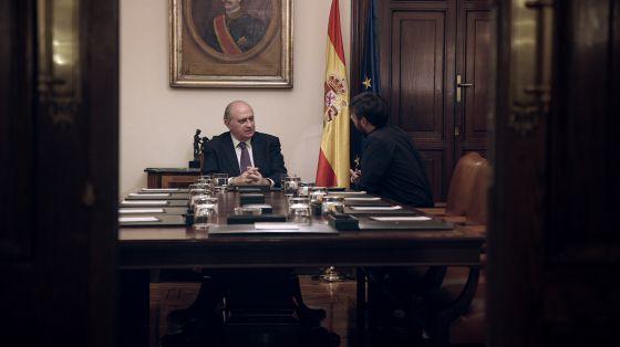 El ministro del interior conversa con jordi vole en for Escuchas del ministro del interior