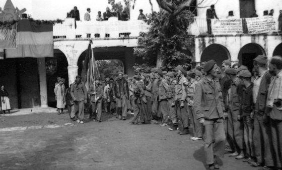Despedida de las Brigadas Internacionales en L' Espugla de Francoia (Tarragona), en 1938.