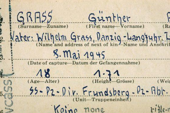Ficha de filiación de Günter Grass a las Waffen SS en mayo de 1945.