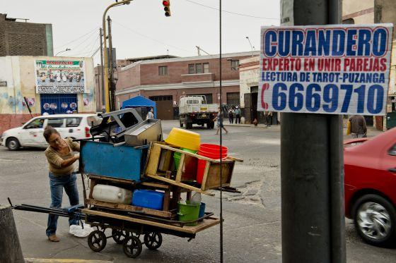 Una escena del barrio Cinco esquinas, en Lima.