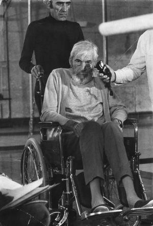 John Huston, en el rodaje de Jaguar vive en 1988.