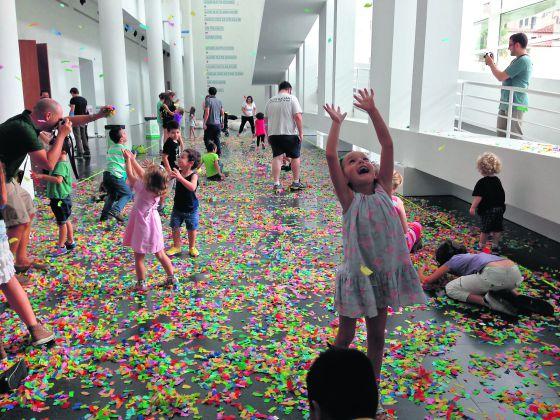 Actividad con niños en el Macba.