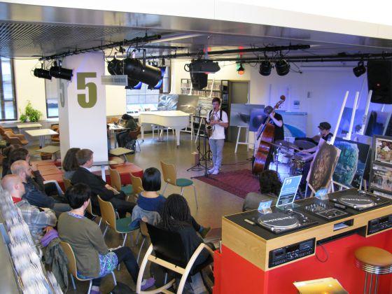 Un concierto en la Biblioteca 10 de Helsinki.