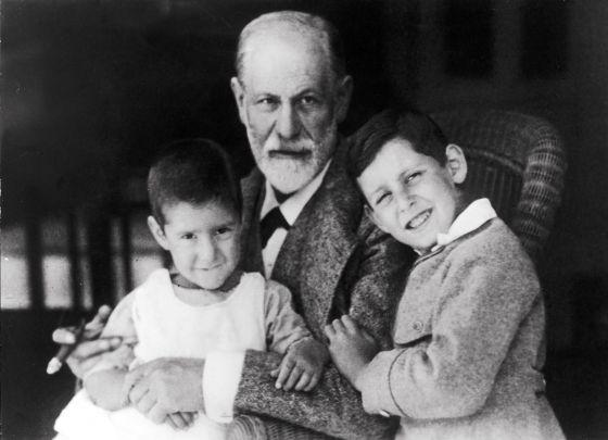 """Élisabeth Roudinesco: """"Freud nos hizo héroes de nuestras vidas"""""""