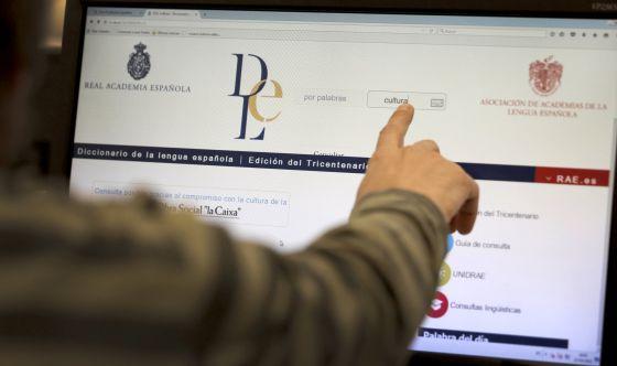 """Un usuario busca la palabra """"cultura"""" en la web de la Real Academia Española."""