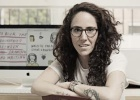 La escritora colombiana que se ríe del desamor