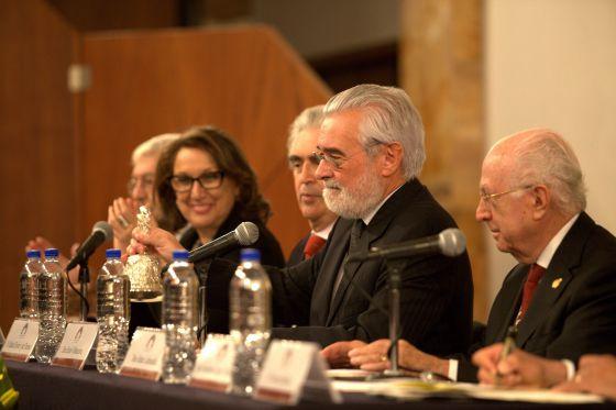 Mesa inaugural del congreso de la Asociación de Academias. De derecha a izquierda: Jaime Labastida, Darío Villanueva, Rafael Tovar, Rebeca Grynspan y Felipe Garrido.
