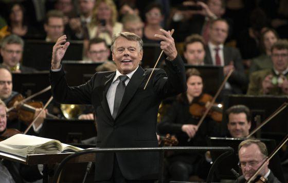 El director letón Mariss Jansons, en el ensayo general del Concierto de Año Nuevo, ayer miércoles en la Sala Dorada de la Musikverein, de Viena.