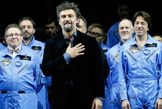 Jonas Kaufmann, el pasado 8 de diciembre, saludando en la Ópera de la Bastilla en París.