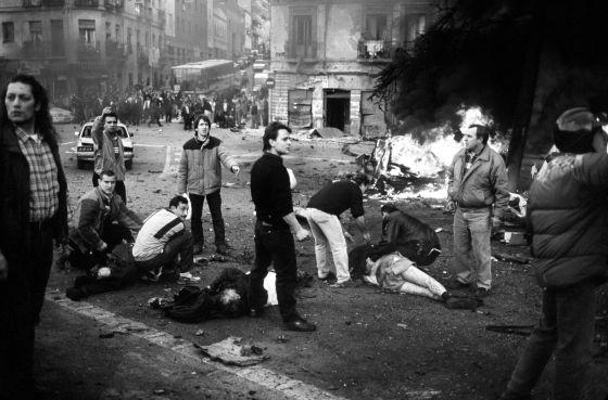 Atentado de ETA en el que murieron seis trabajadores civiles de la Armada en Madrid en 1995.