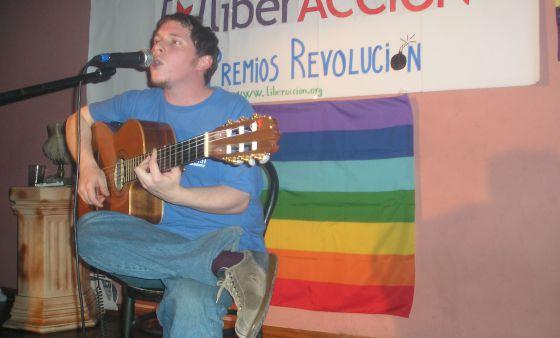 Muere el cantautor Andrés Demian-Lewin, la voz que vino del espacio
