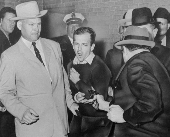 Jack Ruby disparó a Lee Harvey Oswald dos días después de que este abatiera al Presidente Kennedy.