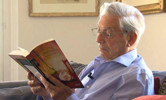 Vídeo de Mario Vargas Llosa leyendo un pasaje de 'El héroe discreto'.