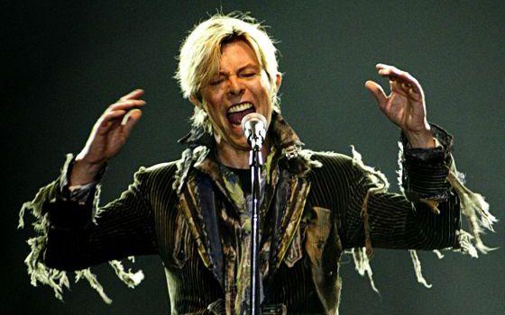 David Bowie, durante su concierto en Praga el 23 de junio de 2004, dentro de la gira 'A Reality Tour'.