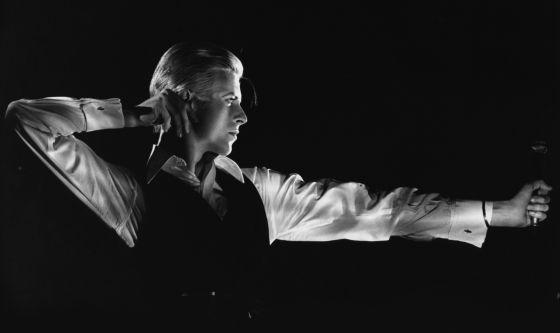 'El arquero', retrato de Bowie a cargo obra del fotógrafo John Robert Rowlands para la gira 'Station to station' (1976), que se puede puede ver en la exposición 'David Bowie is'.