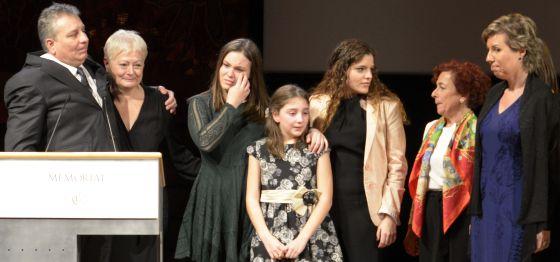 Familiares y miembros de la agencia de Carmen Balcells, al final del acto.