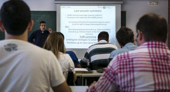 Alumnos en una clase de inglés.