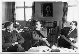 Sobre estas líneas, desde la izquierda, Ronald Kuhn, Michel Foucault y Georges Verdeaux.