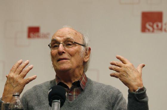 El cineasta Carlos Saura durante la presentación de 'Nuevas conversaciones de cine español'