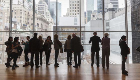 Visitantes del MoMA en una sala del museo neoyorquino