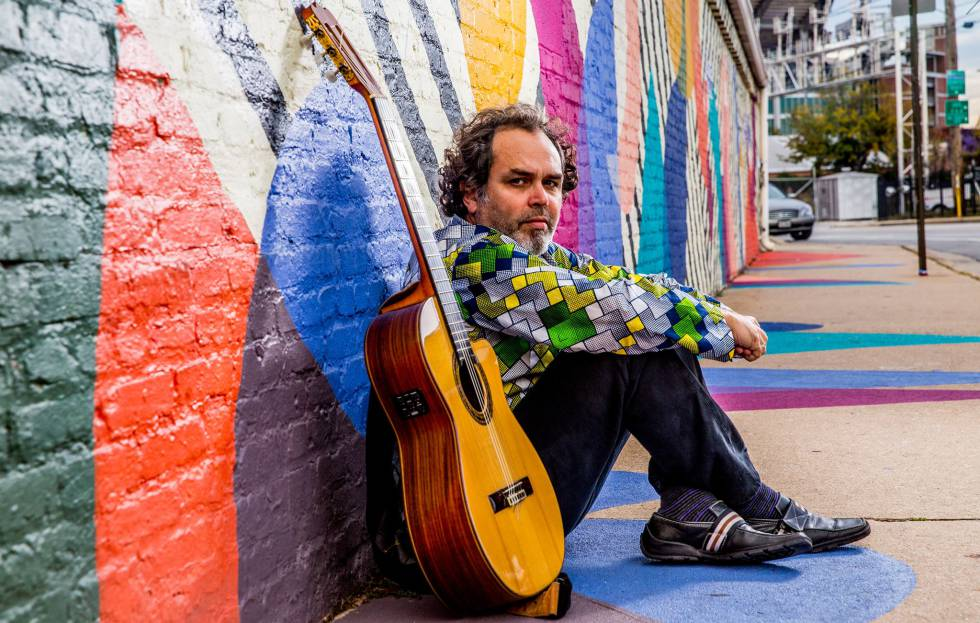 El músico cubano Pavel Urkiza en un momento del rodaje de 'La ruta de las almas'.