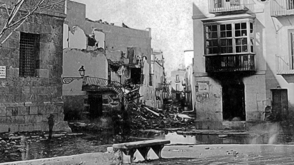 Edificios de la calle de Las Beatas de Cartagena, destruidos por un bombardeo en 1874.