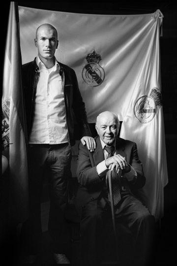 Zinedine Zidane y Alfredo Di Stéfano, en 2006, en una de las fotografías inéditas de Philippe Bordas que se expondrán en Madrid.