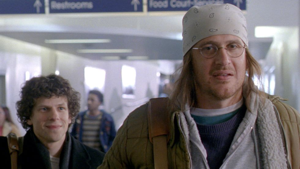 Jason Segel (derecha, en la piel de David Foster Wallace) y Jesse Eisenberg, en 'The End of the Tour'.