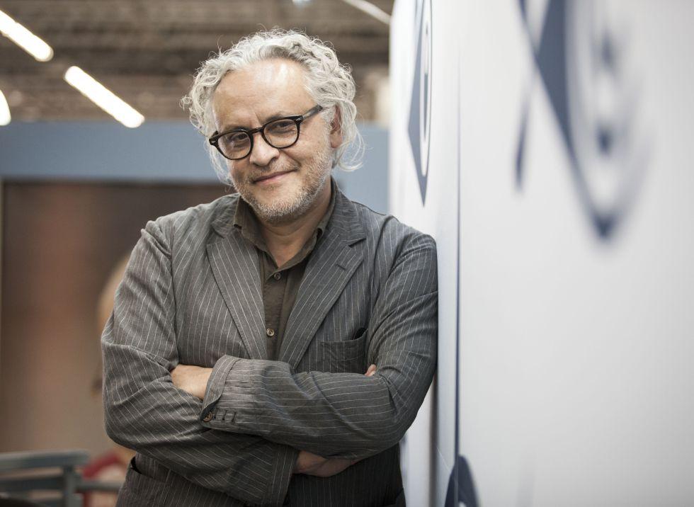 El artista Gabriel Orozco en la FIL Guadalajara 2015.