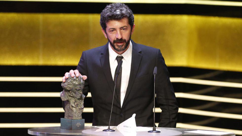 Alberto Rodríguez, recogiendo el Goya por 'La isla mínima'.