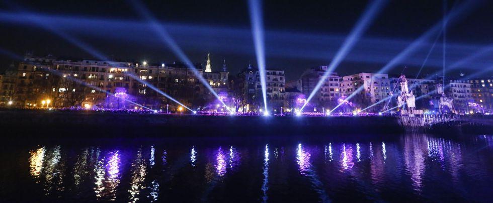Vista del acto de inauguración de la Capitalidad Cultural Europea San Sebastián 2016 en el puente de María Cristina.