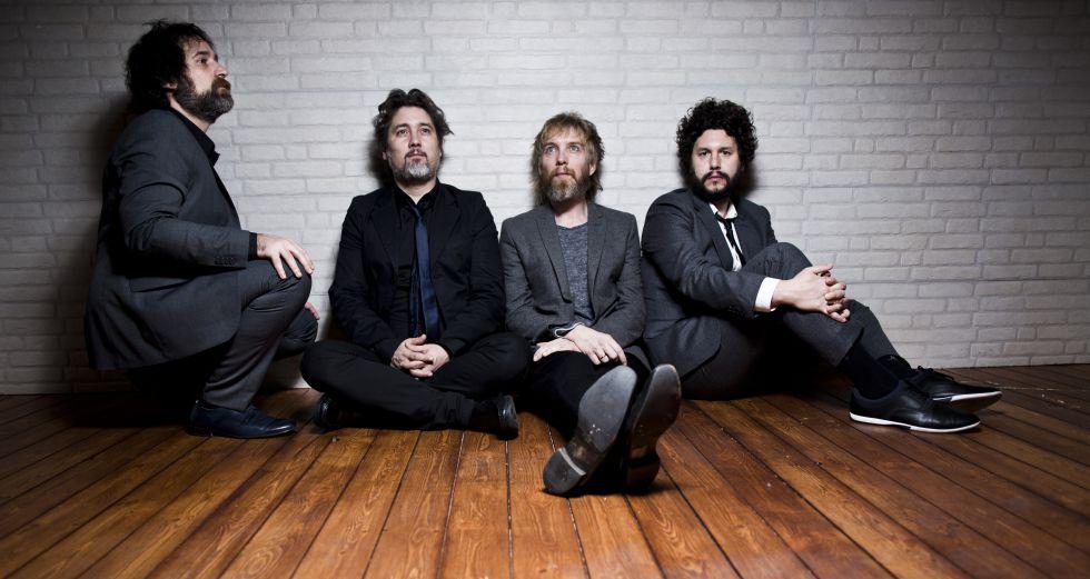 Los miembros de Elefantes en la sede de Warner Music en Madrid, la semana pasada.