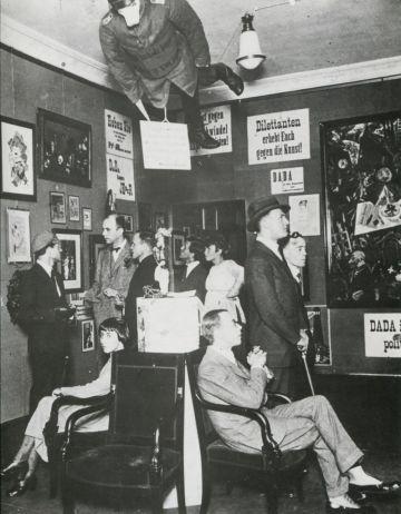 Cabaret Voltaire en Zúrich en 1921.