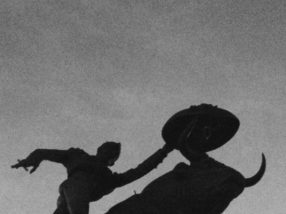 Estatua de torero en la Plaza Monumental de México.