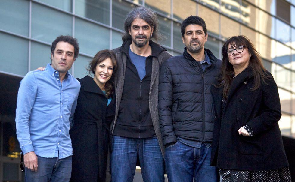 De izquierda a derecha, los directores de cine Daniel Guzmán, Paula Ortiz, Fernando León, Cesc Gay e Isabel Coixet, el pasado martes, en las instalaciones de EL PAÍS.