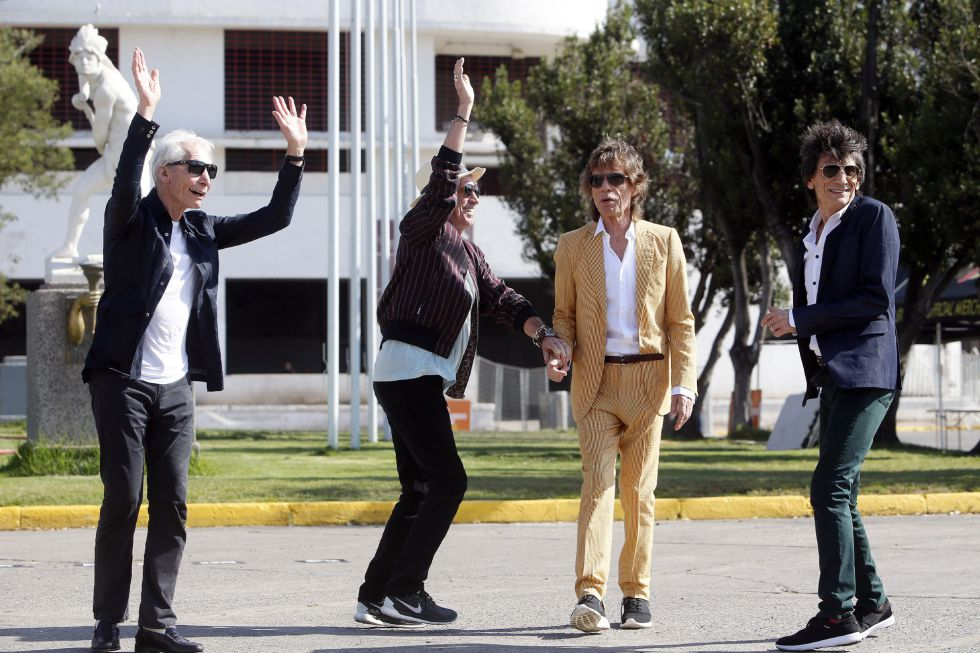 La banda británica The Rolling Stones (i-d) Charlie Watts, Keith Richards, Mick Jagger y Ron Wood junto al estadio Nacional Santiago de Chile (Chile).
