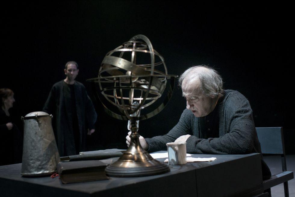 El actor Ramón Fontseré en 'Vida de Galileo', en el Centro Dramático Nacional.