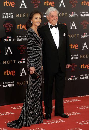 Isabel Preysler y Mario Vargas Llosa, a su llegada a la ceremonia de los Goya.