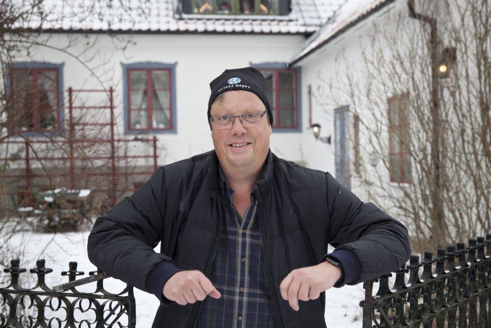 El escritor Jonas Jonasson, fotografiado en la isla sueca de Gotland, donde tiene una casa de campo.