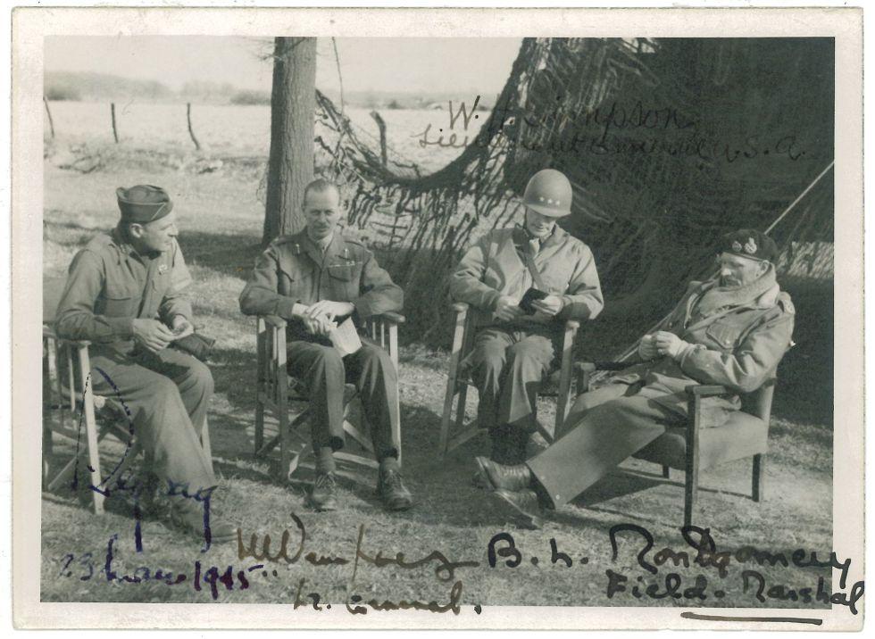 23 de marzo de 1945, antes de cruzar el Rhin. El mariscal Montgomery (derecha), con los generales Ridgeway, Simpson y Dempsey.