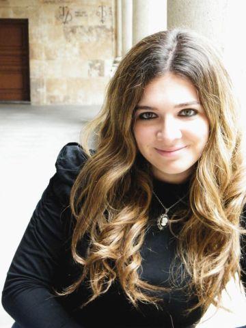 """Victoria Álvarez: """"Internet tiende un puente entre escritor y lector"""""""