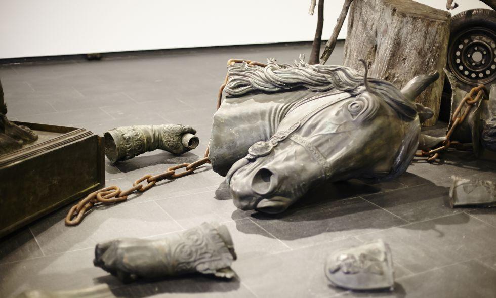 'Perspectiva ciudadana' (2004), escultura en hierro y bronce de Fernando Sánchez Castillo.