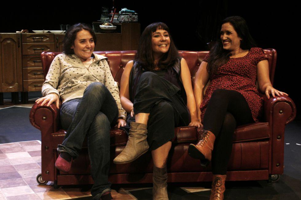 De izquierda a derecha, Almudena Mestre, Carolina África y Laura Cortón en 'Verano en diciembre'.