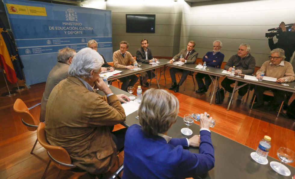 Reunión de artistas y escritores con el secretario de Estado de Cultura en funciones, José Maria Lassalle, este miércoles en el MInisterio. rn