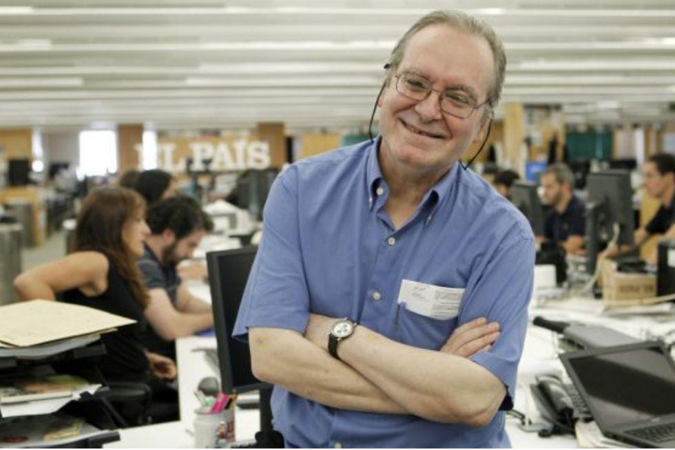 El periodista musical Diego A. Manrique, en la redacción de EL PAÍS.