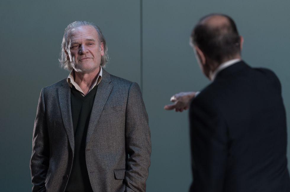 El actor Lluís Homar en la obra 'El profesor Bernhardi' en el Teatre Nacional de Catalunya.